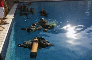 materiel de plongée dans l'eau pour les baptemes en piscine